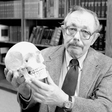 Dr. Clyde Snow holds a human skull in his office in Oklahoma City, Okla., on May 5, 1986. A leading forensic anthropologist and expert in identifying skeletal remains, Snow has helped identify Nazi war criminal Josef Mengele and the victims of serial killer John Wayne Gacy.