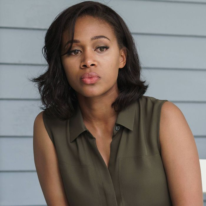 """SLEEPY HOLLOW: Abbie (Nicole Beharie) in the """"Whispers In The Dark"""" episode of SLEEPY HOLLOW airing Thursday, Oct. 8 (9:00-10:00 PM ET/PT) on FOX. ©2015 Fox Broadcasting Co. CR: Tina Rowden/FOX"""
