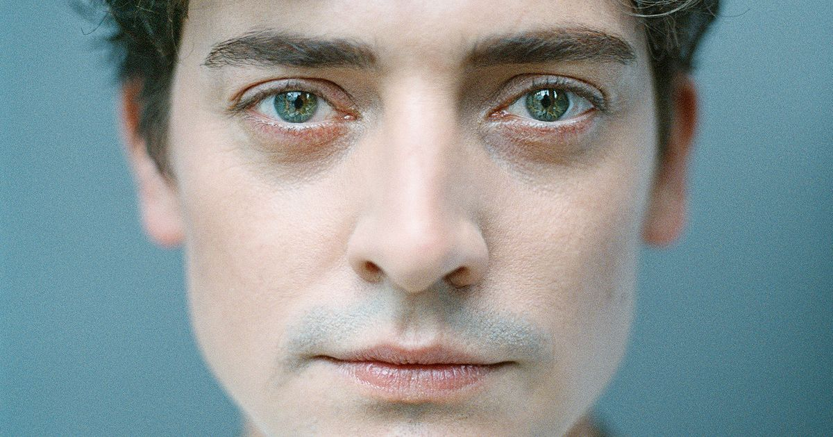 Shopping for Books With The Goldfinch's Aneurin Barnard