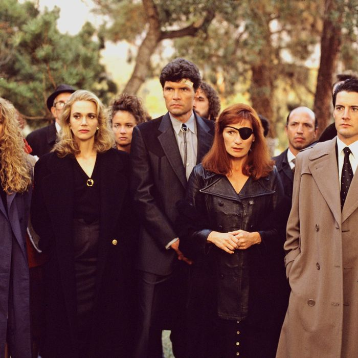 TWIN PEAKS - Episode Three - Season One - 4/26/1990 FBI Special Agent Dale Cooper (Kyle MacLaughlin, right) at former homecoming queen Laura Palmer's funeral with a lineup of mourners/suspects, from left: Shelly Johnson (Madchen Amick), Norma Jennings (Peggy Lipton), Ed Hurley (Everett McGill) and Nadine Hurley (Wendy Robie).
