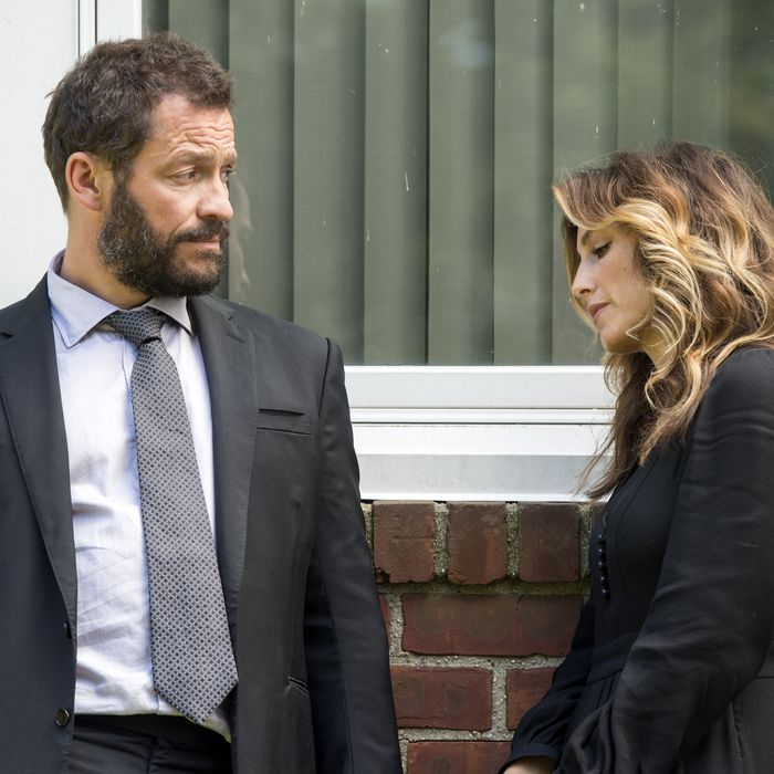 Dominic West as Noah Solloway and Jennifer Esposito as Nina in The Affair (season 3, episode 1). - Photo: Jojo Whilden/SHOWTIME - Photo ID: TheAffair_301_0312