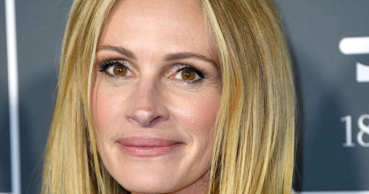 43225bd4a19d7 Flipboard: Julia Roberts and Her Homecoming Wigs Won't Come Back for ...