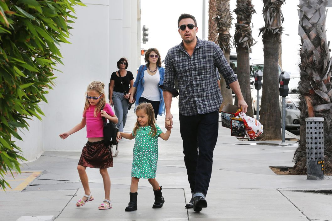 Ben Affleck spends time with his daughters Violet and Seraphina at Barnes & Noble bookstore.