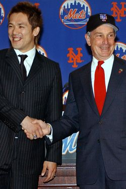 NEW YORK -DECEMBER 10:  New York Mets shortstop Kazuo Matsui (L) smiles as he shakes hands with New York City Mayor Michael Bloomberg during a press conference December 10, 2003 in New York City. Kazuo signed a $20.1 million three-year deal with a possible $900,00 in additional bonuses.  (Photo by Stephen Chernin/Getty Images)
