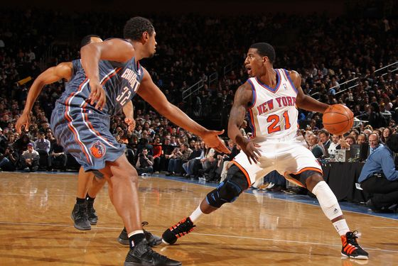 NEW YORK, NY - JANUARY 4: Iman Shumpert #21 of the New York Knicks is challenged for the ball by Boris Diaw #32 of the Charlotte Bobcats during the first quarter on January 4, 2012 at Madison Square Garden in New York City.  NOTE TO USER: User expressly acknowledges and agrees that, by downloading and or using this photograph, User is consenting to the terms and conditions of the Getty Images License Agreement. Mandatory Copyright Notice: Copyright 2012 NBAE  (Photo by Nathaniel S. Butler/NBAE via Getty Images)