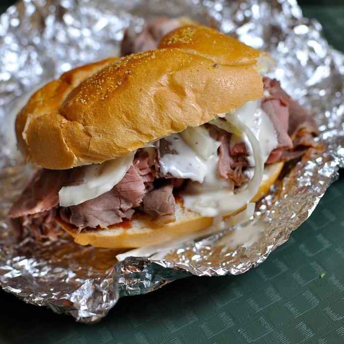 https://pyxis.nymag.com/v1/imgs/efc/1cd/72ece8d0af134f8256c4ce66b2993a9279-15-sandwiches-pit-beef-chaps.jpg