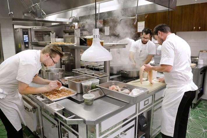 Diễn đàn rao vặt: Cách bố trí căn bếp một cách khoa học nhất 20-restaurant-kitchen.w710.h473