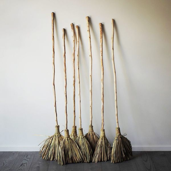 HomeStories Natural Palm Leaf Broom