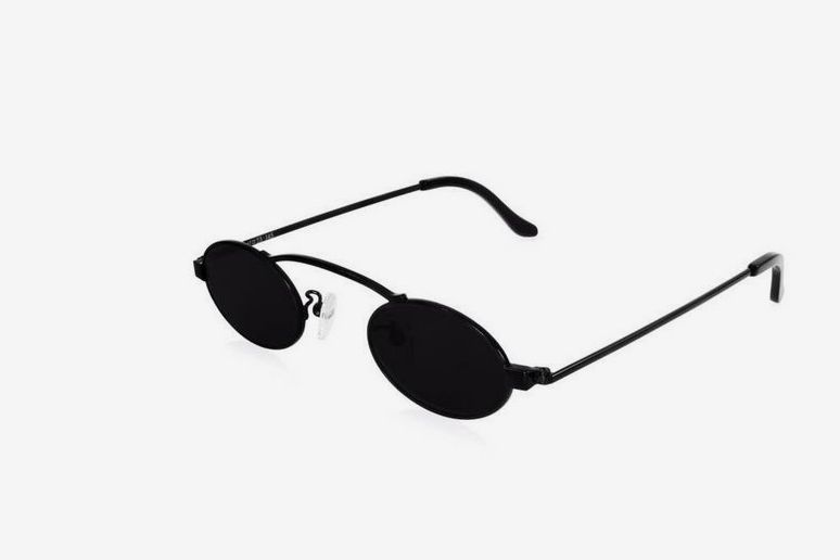 c420f9cd0a 10 Small Sunglasses to Help You Rock 2018 s Biggest Trend