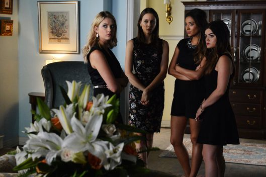 "PRETTY LITTLE LIARS - ""Surfing the Aftershocks"""
