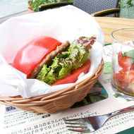 Japan Gets Burgers That Use Tomatoes Instead of Buns