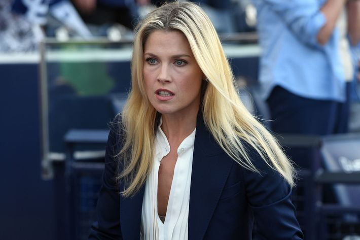 "PITCH:  Ali Larter in the all-new ""Double Switch"" episode of PITCH airing Thursday, Oct. 6 (8:59-10:00 PM ET/PT) on FOX.  Cr: Ray Mickshaw / FOX. © 2016 FOX Broadcasting Co."