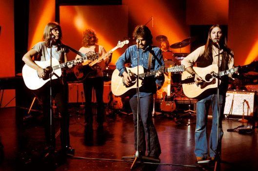 BBC STUDIO  Photo of Dan PEEK and David DICKEY and Gerry BECKLEY and Dewey BUNNELL and AMERICA
