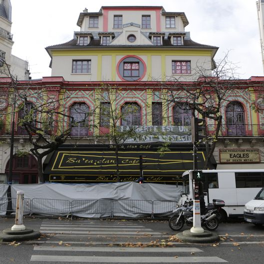 France: Paris continue to mourn the people killed in the terror attacks