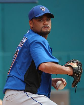 MIAMI GARDENS, FL - JULY 24: Johan Santana #57 of the New York Mets pitches in the bullpen during a throwing session before a game against the Florida Marlins at Sun Life Stadium on July 24, 2011 in Miami Gardens, Florida. (Photo by Sarah Glenn/Getty Images)