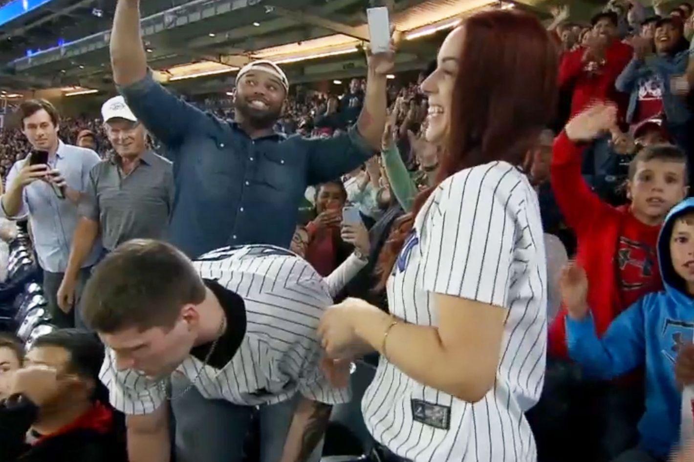 Yankees fan loses ring during proposal on Jumbotron