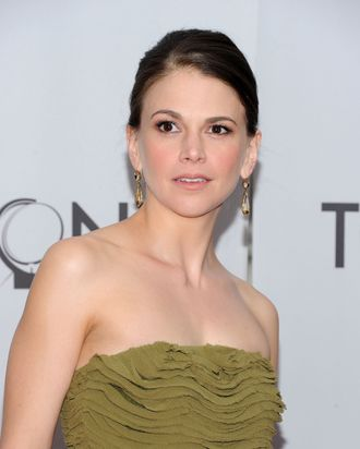 NEW YORK, NY - JUNE 12: Sutton Foster attends the 65th Annual Tony Awards at the Beacon Theatre on June 12, 2011 in New York City. (Photo by Jason Kempin/Getty Images)