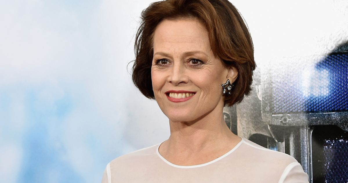 how tall is sigourney weaver