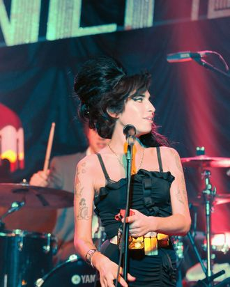 Winehouse singing at the Fendi store in March of 2008.