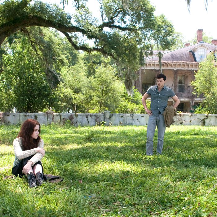 """(L-r) ALICE ENGLERT as Lena Duchannes and ALDEN EHRENREICH as Ethan Wate in Alcon Entertainment's supernatural love story """"BEAUTIFUL CREATURES"""""""