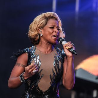 LONDON, UNITED KINGDOM - JUNE 01: Mary J Blige performs on stage at The Sound Of Change Live Concert as part of Chime For Change at Twickenham Stadium on June 1, 2013 in London, England. (Photo by Christie Goodwin/Redferns via Getty Images)