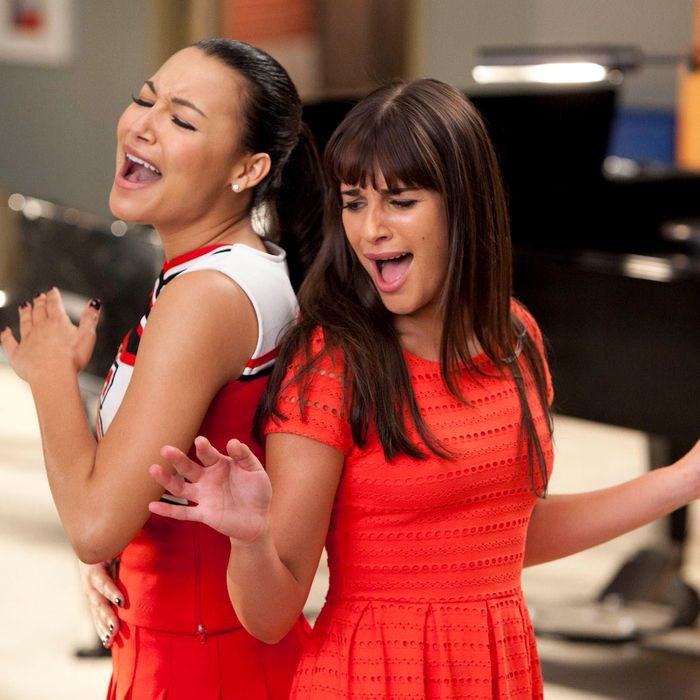 GLEE: Santana (Naya Rivera, L) and Rachel (Lea Michele, R) perform in the