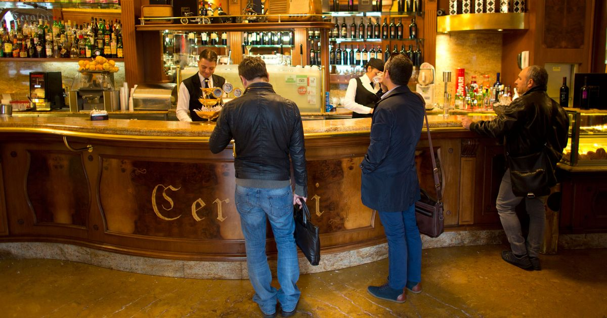Starbucks will open in italy in 2017 grub street for Starbucks italie