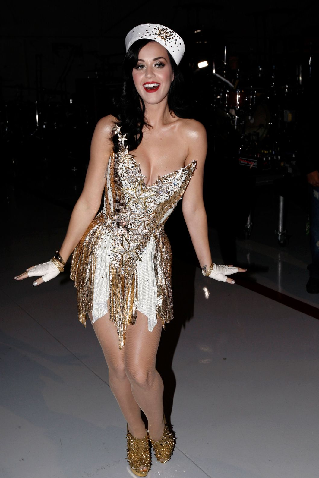 "Katy Perry is seen at the ""Vh1 Divas Salute the Troops"" on Friday, Dec. 3, 2010 in San Diego, Calif. (AP Photo/Matt Sayles)"