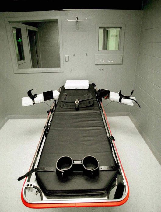 **FILE**The execution chamber at Oregon State Penitentiary, shown here in Salem, Ore., April 25, 1997, has been used to put Charles Moore and Douglas Wright to death, both  by lethal injection.  Oregon state legislators have a tricky task ahead of them--how to implement the U.S. Supreme Court's ruling last year that mentally retarded people can't be executed.   The court left it up to states to deal with the details - including how to define mental retardation, and whether a judge or a jury makes the determination that a criminal who could face the death penalty is mentally retarded. None of the 27 people now on death row have been found to be mentally retarded. Nor were the only two convicts to be executed since voters reinstated capital punishment in 1984. (AP Photo/Jack Smith, File)