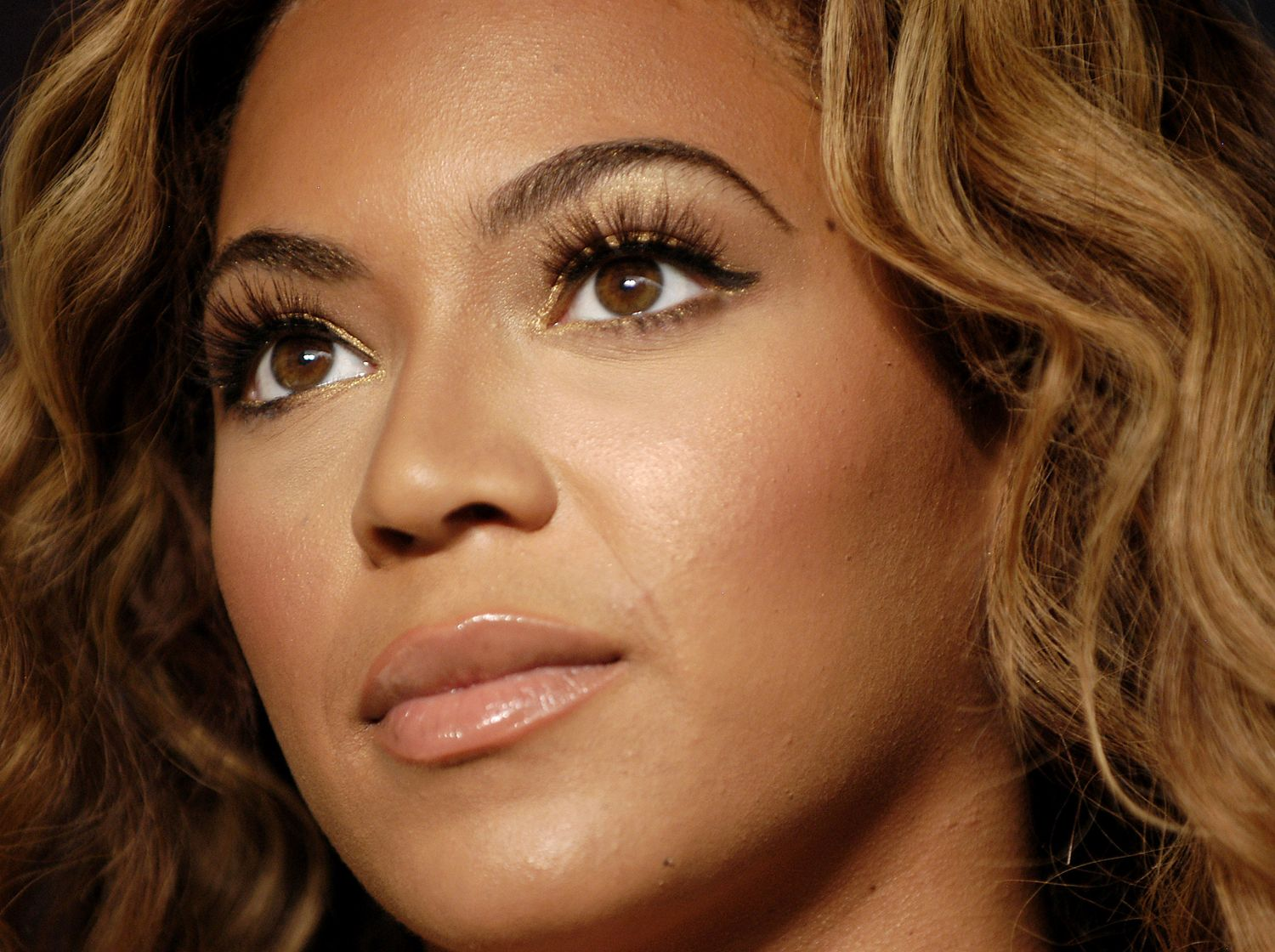 Beyonce Eyes Turn Black Get Lashes Like Beyonce s in