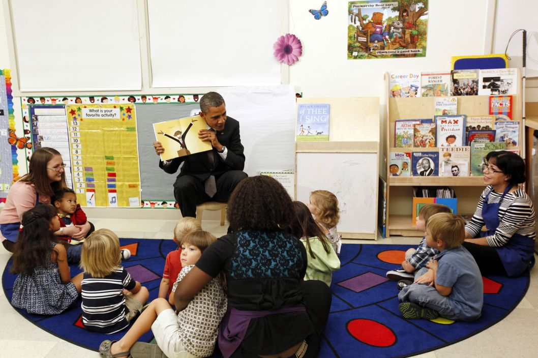 "President Barack Obama shows ""The First Pup: The Real Story of How Bo Got to the White House"" by Bob Staake to children at the Children's Laboratory School at Easfield College on October 4, 2011 in Mesquite, Tx. Later Obama spoke to students at Eastfield College in Mesquite about the need for Congress to pass the American Jobs Act."