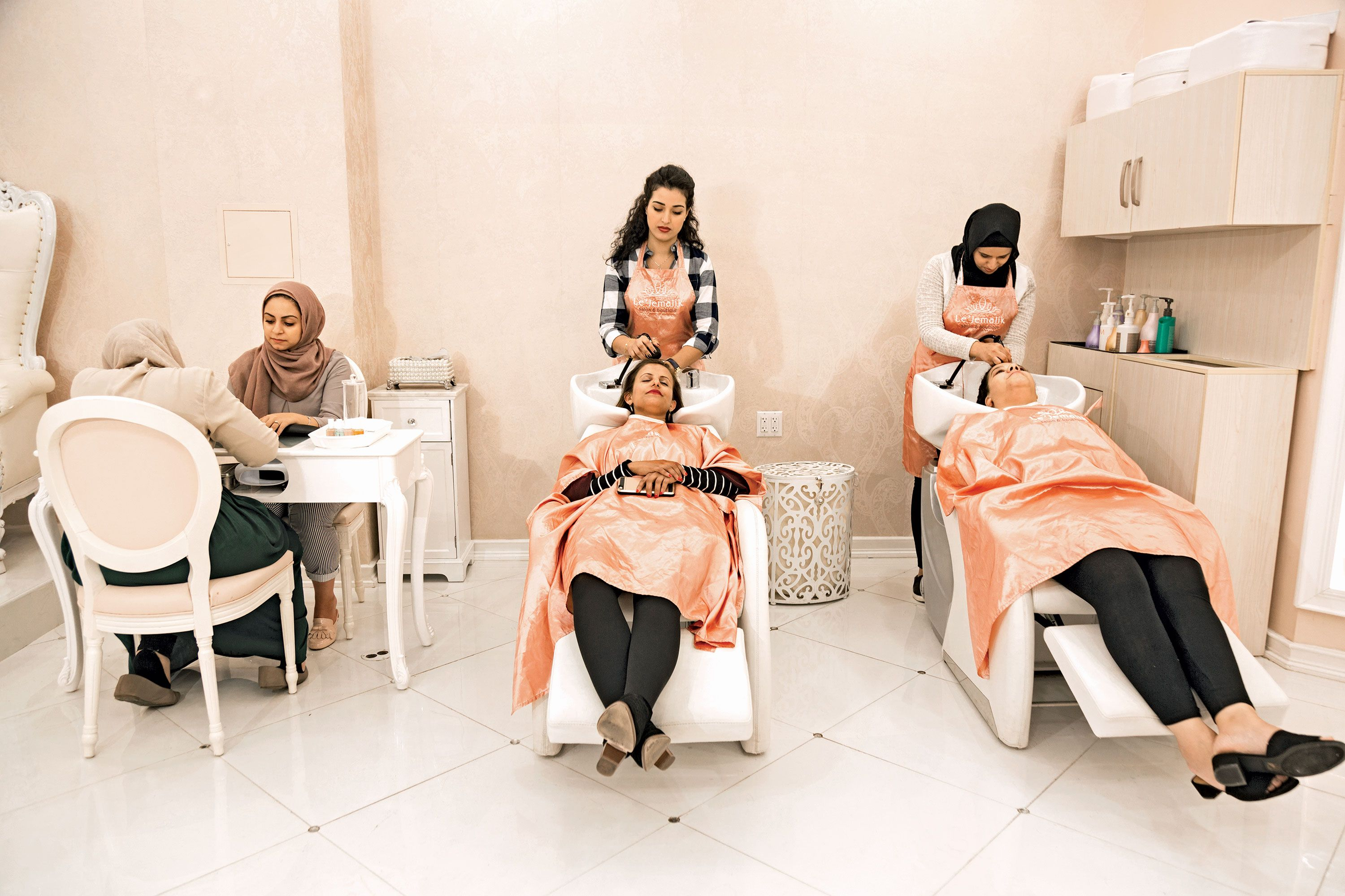 """No one is going to barge in on us when we re unveiled."" The Yemeni-American  friends who get their brows bleached monthly at Le Jemalik Salon in Bay  Ridge. ace7cefea1089"