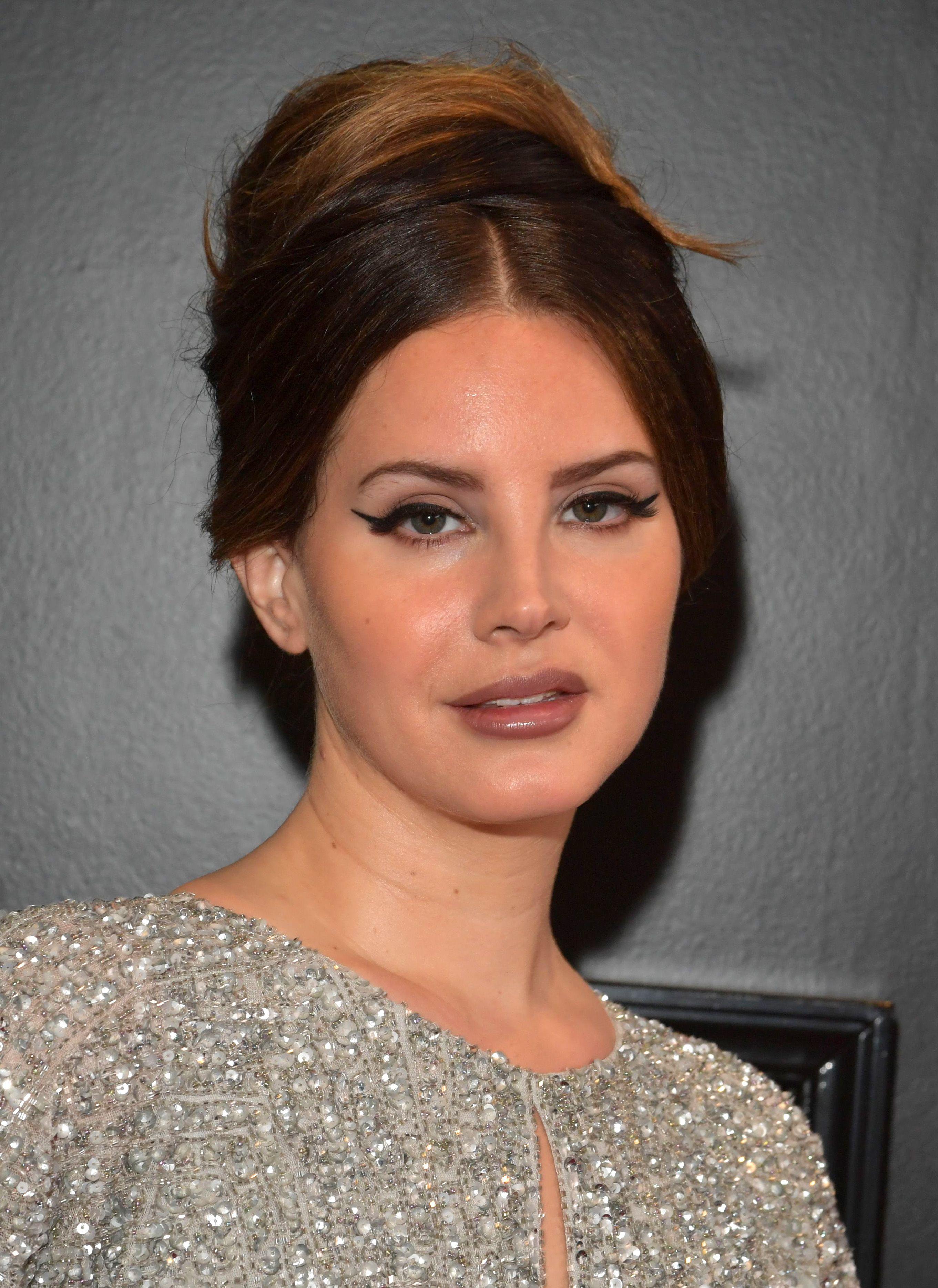 Lana Del Rey Shares Details Of Poetry Audiobook