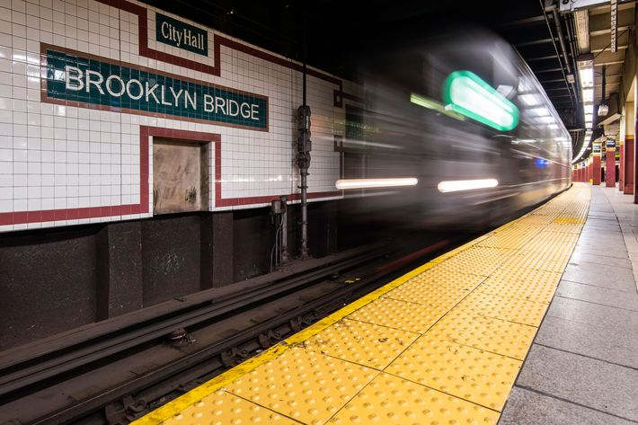 New York Subway Worker Helps Woman Give Birth On Platform