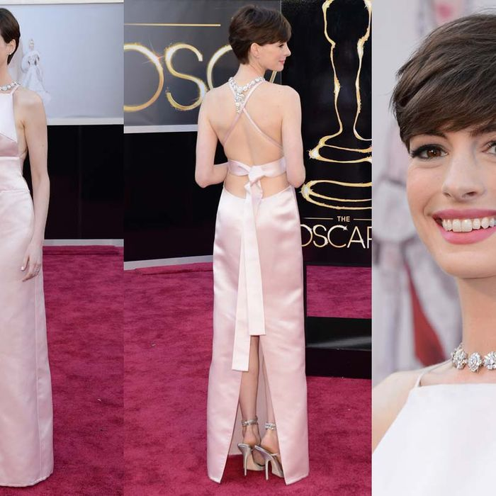 Anne Hathaway Apologized For That Prada Oscars Dress