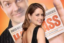 """LOS ANGELES, CA - FEBRUARY 23:  Actress Jenna Fischer attends the premiere of Warner Brothers' """"Hall Pass"""" at the Cinerama Dome on February 23, 2011 in Los Angeles, California.  (Photo by Frederick M. Brown/Getty Images) *** Local Caption *** Jenna Fischer"""