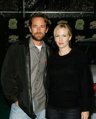 Actor Luke Perry and actress Jennie Garth arrive at Chevy Rocks The Future at the Buena Vista Lot at The Walt Disney Studios on February 19, 2008 in Burbank, California.