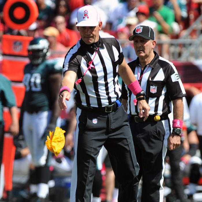 TAMPA, FL - OCTOBER 13: NFL referee Clete Blakeman signals a field goal as the Tampa Bay Buccaneers tosses a penalty flag during play against the Philadelphia Eagles October 13, 2013 at Raymond James Stadium in Tampa, Florida. The Eagles won 31 - 20. (Photo by Al Messerschmidt/Getty Images)