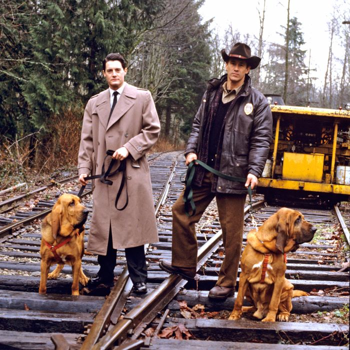 TWIN PEAKS - Pilot - Season One - 4/8/1990Homecoming queen Laura Palmer is found dead, washed up on a riverbank wrapped in plastic sheeting. FBI Special Agent Dale Cooper (Kyle MacLaughlin, left) is called in to work with local Sheriff Harry S.Truman (Michael Ontkean) in the investigation of the gruesome murder in the small Northwestern town of Twin Peaks. (AMERICAN BROADCASTING COMPANIES, INC.)