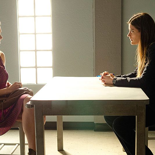 Yvonne Strahovski as Hannah McKay and Jennifer Carpenter as Debra Morgan (Season 7, episode 7)