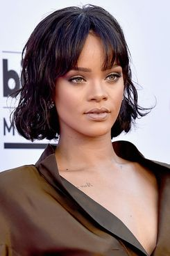 Rihanna attends the 2016 Billboard Music Awards.