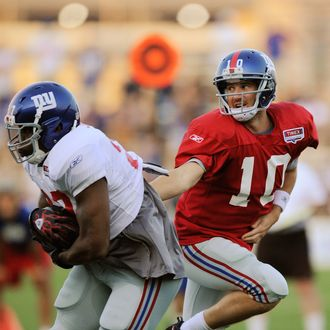 EAST RUTHERFORD, NJ - AUGUST 08: Eli Manning #10 of the New York Giants hands the ball off to Andre Brown #35 during practice at New Meadowlands Sports Complex on August 8, 2011 in East Rutherford, New Jersey. (Photo by Patrick McDermott/Getty Images)