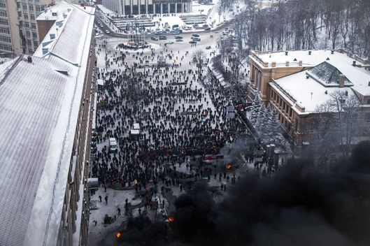 Protesters clash with police in the center of Kiev on January 22, 2014. Ukrainian police on Wednesday stormed protesters' barricades in Kiev amid violent clashes that left five activists dead, the first fatalities in two months of anti-government protests. Pitched battles raged in the centre of the Ukrainian capital as protesters hurled stones and Molotov cocktails at police and the security forces responded with tear gas, stun grenades and rubber bullets. AFP PHOTO / OLEKSANDR RATUSHNIAK        (Photo credit should read OLEKSANDR RATUSHNIAK/AFP/Getty Images)