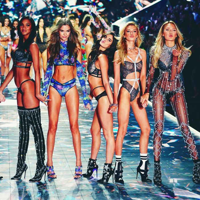 644699676e 2018 Victoria s Secret Fashion Show Had Lowest Ratings Ever