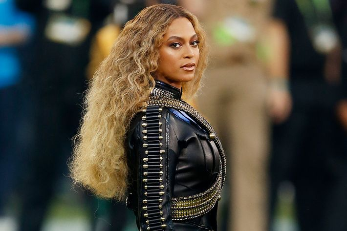 Beyonce in DSquared2 at the Super Bowl. Photo: Ezra Shaw/Getty Images