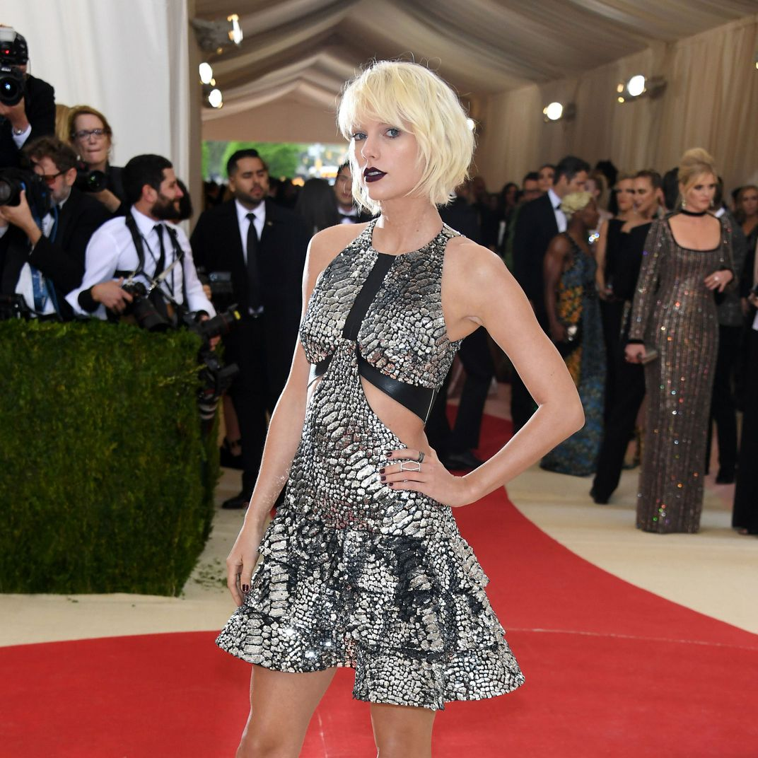 3d16047ff See All the Looks From the 2016 Met Gala Red Carpet