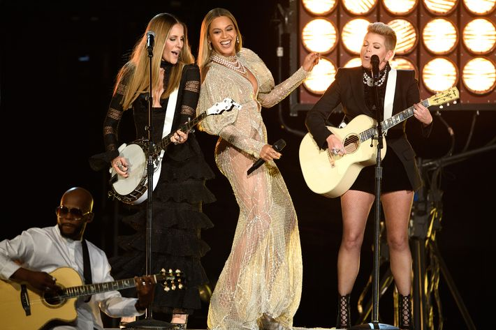 Watch Beyonce perform with the Dixie Chicks at the Country Music Awards