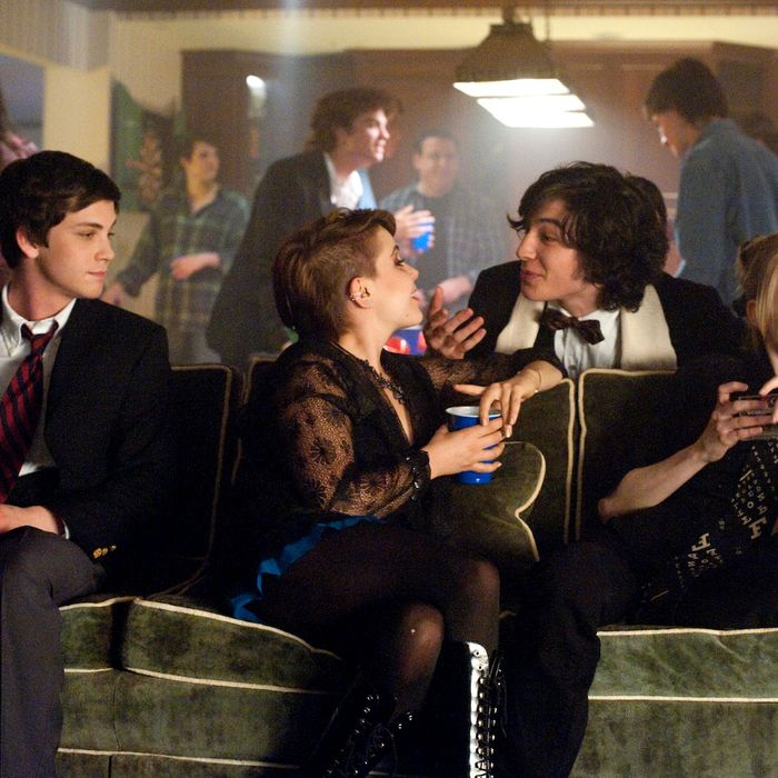 (L to R) LOGAN LERMAN, MAE WHITMAN, EZRA MILLER and ERIN WILHELMI star in THE PERKS OF BEING A WALLFLOWER