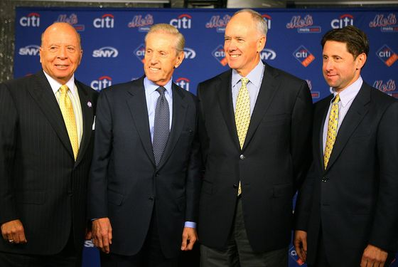 NEW YORK - OCTOBER 29:  (L - R) Saul Katz, CEO of the Mets, Fred Wilpon, president of the Mets, Sandy Alderson and Jeff Wilpon, chief operating officer of the Mets pose for a photo during Alderson's introduction as the general manager for the New York Mets on October 29, 2010 at Citi Field in the Flushing neighborhood of the Queens borough of New York City. (Photo by Andrew Burton/Getty Images) *** Local Caption *** Saul Katz;Fred Wilpon;Sandy Alderson;Jeff Wilpon