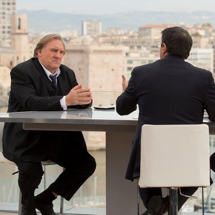 Gérard Depardieu as Robert Taro, Benoît Magimel as Lucas Barres.